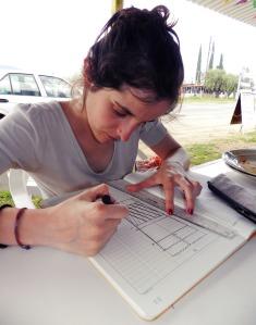 Marie Eilliavrem trabajando en un diseño