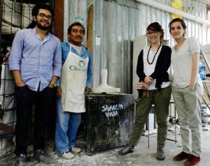 Diseñadores franceses y mexicanos trabajando con artesanos mexicanos