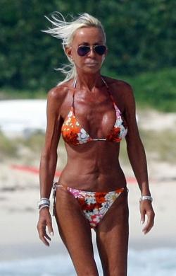 EXCLUSIVE: Donatella Versace Walking On Beach (NO FRANCE)